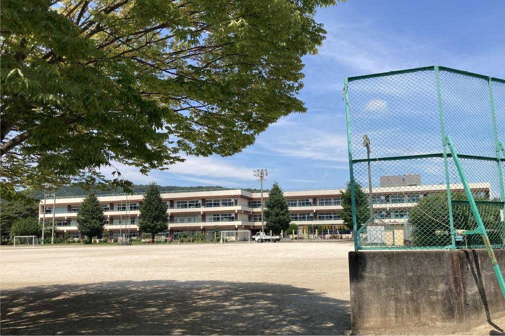 寄居小学校/徒歩2分(約120m)